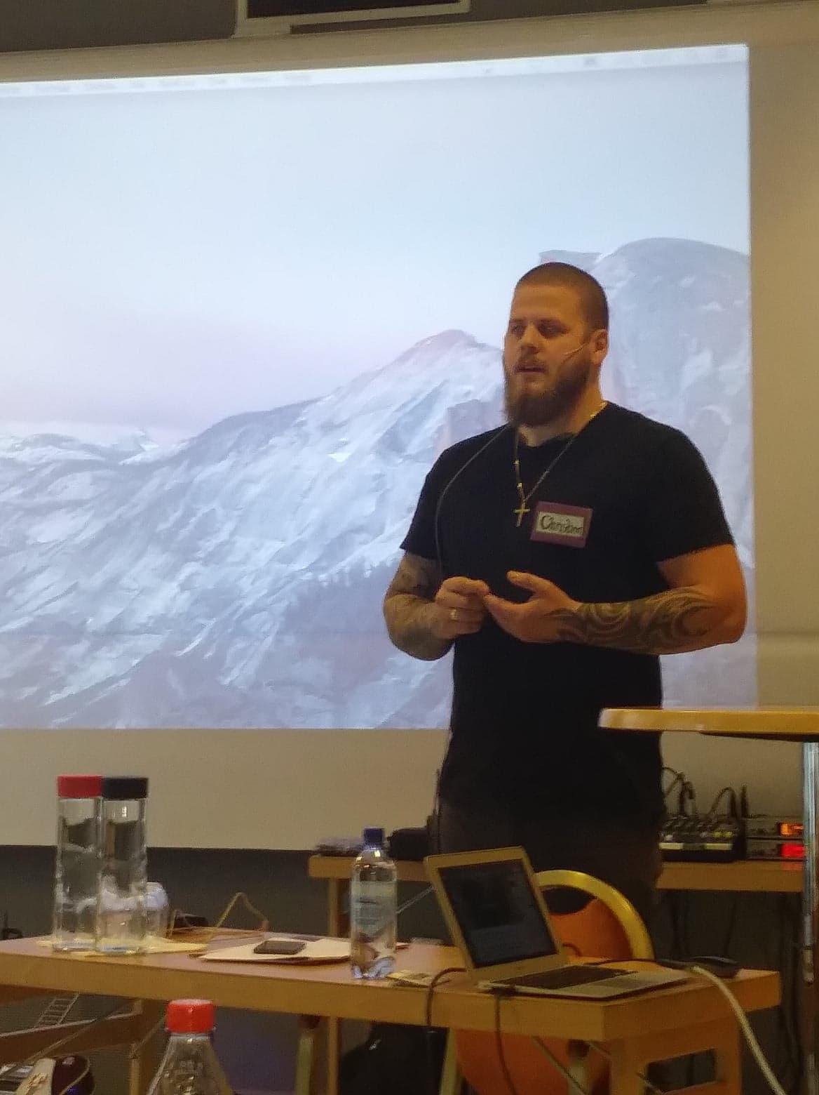 Konferansier Christian Torneby fra Tenk Ut